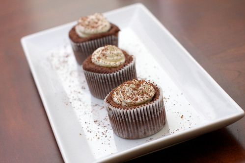 chocolate soufflé cupcakes with mint cream