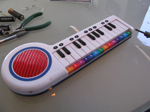 circuit bending this little keyboard from a thirft store