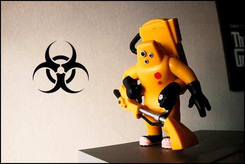 Agent de decontaminare -jucarie- din filmul Monsters Inc, la care am adaugat semnul de bio-hazard, facand referire la calitatea aerului din interiorul locuintelor