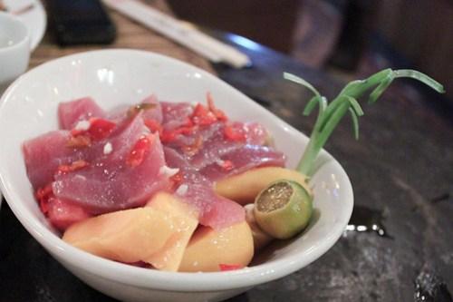 Tuna Sashimi with fruits in Kalui's