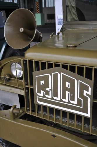Man kann auch schöne alte Autos bewundern, darunter dieses Gefährt vom Rias