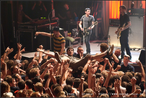 Crowd surfer / Beatsteaks
