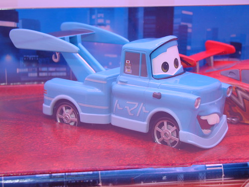 disney store CARS drift mater and dragon mcqueen (3)