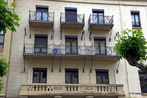 Edificio situado en la Avenida de Roncesvalles, en el centro de Pamplona