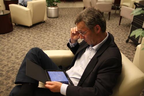 Statsministeren jobber på flyplassen by Statsministerens kontor, on Flickr