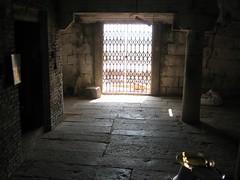 Empty Perumal sanctum (by Raju's Temple Visits)