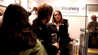 Customers talking to a Relationship Manager du...