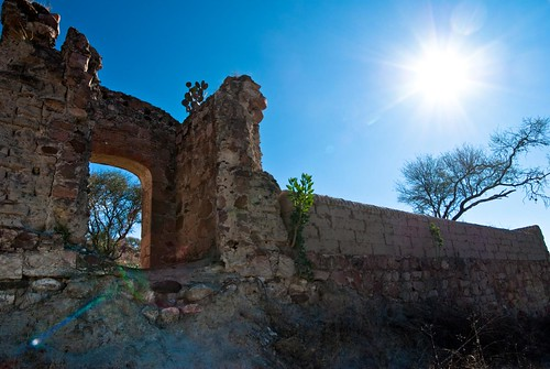 Entrada y fachada panteon