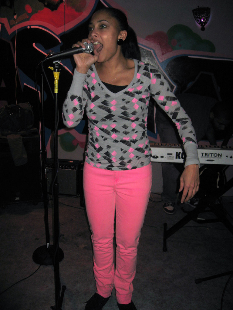 100306_amandaDiva_n4bar_01