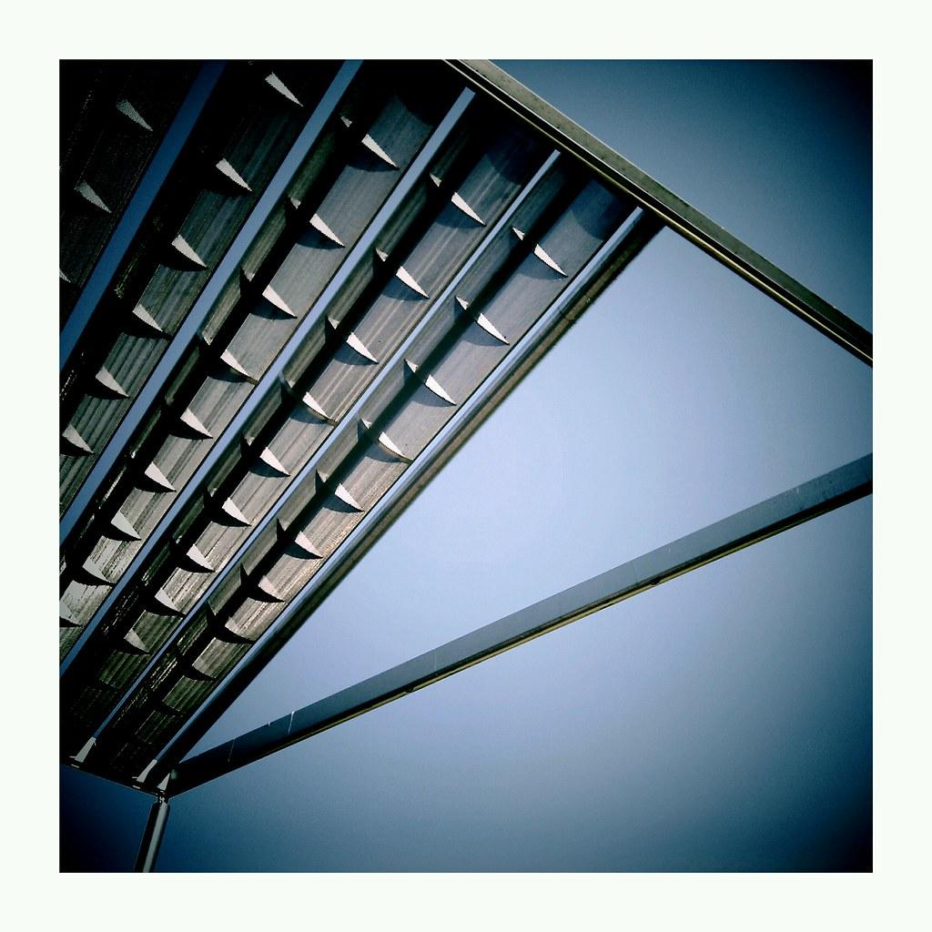 HTCDesire-Metal roof