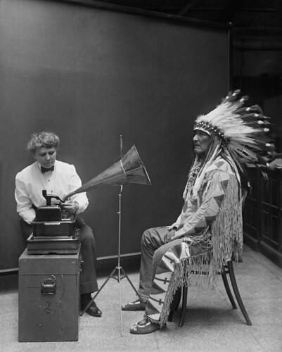 Frances_Densmore_recording_Mountain_Chief2