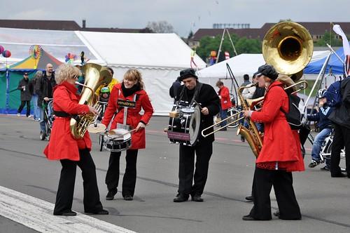 Für Musik und gute Laune ist gesorgt, bei der Eröffnung des Rollfeldes Tempelhof