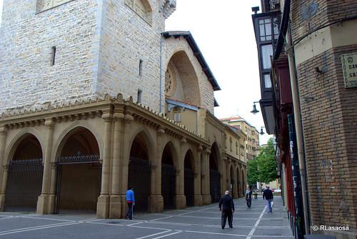 Pórtico neogótico de la iglesia de San Nicolás.