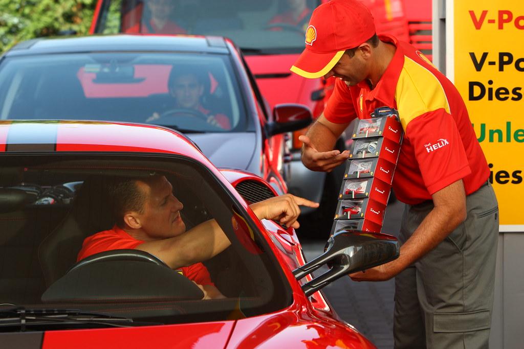 Schumacher también reposta en Shell