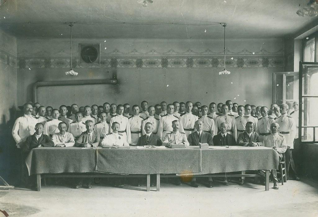 Генерал Адамович с кадетами