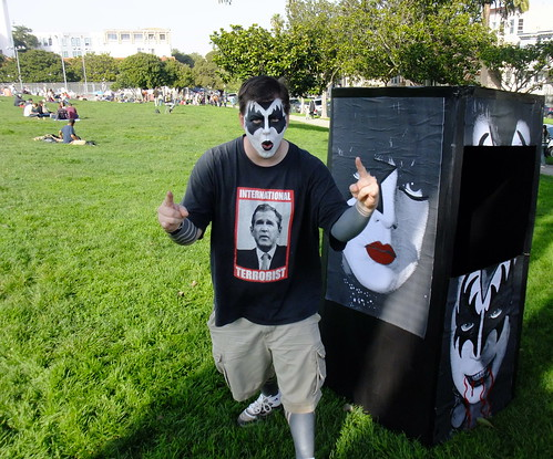 FREE KISS makeup in Dolores Park. Valentines Day. 2010 1