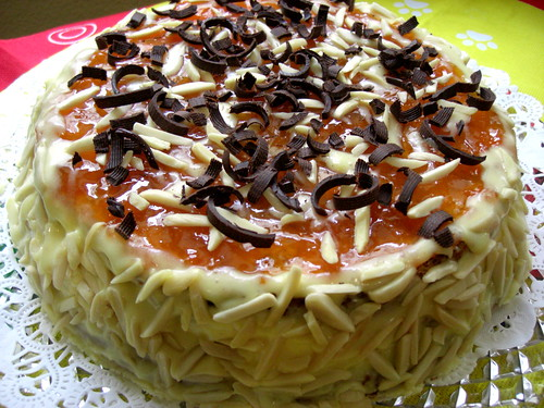 Cake with nuts and apricot jam