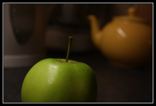 Green Apple, Yellow Teapot