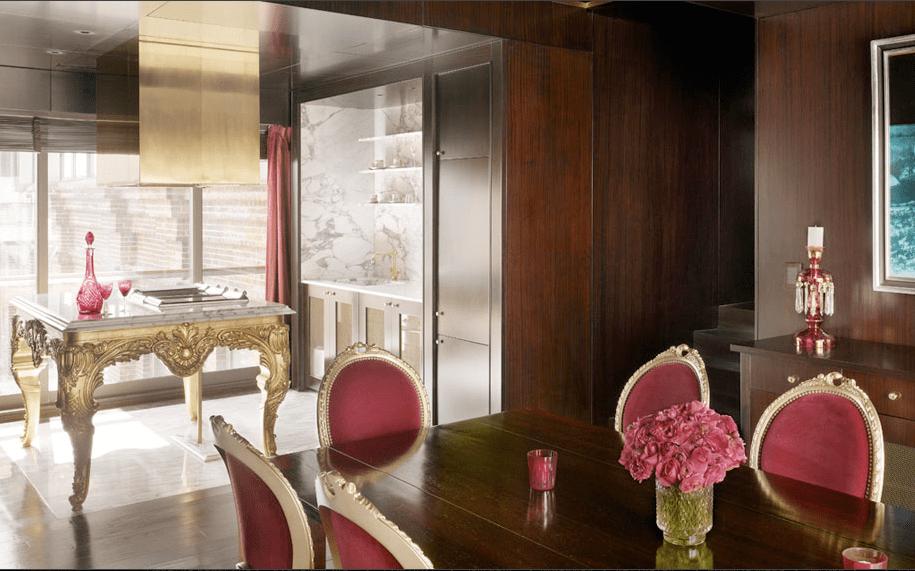 sala de jantar de madeira e vinho