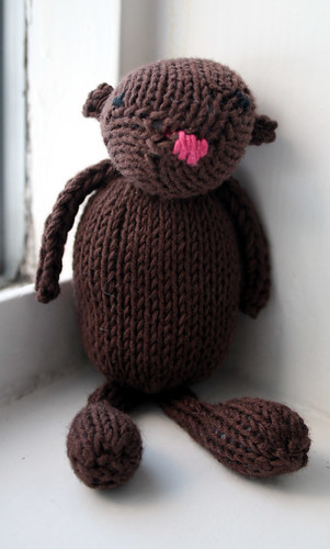 Arna, the knitted bear