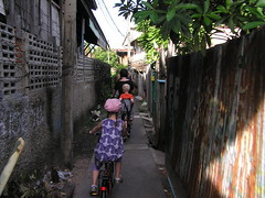 Bangkok, cycling through Thonburi