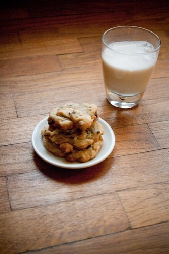 How to: bake chocolate chip cookies