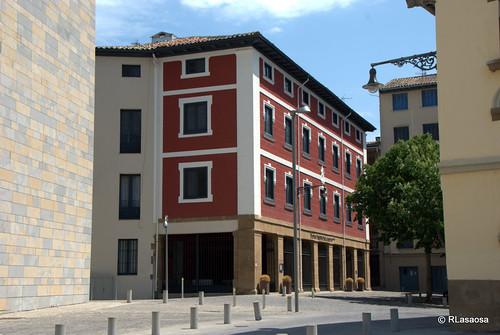 Vista de la fachada del Hotel Puerta del Camino, antiguo convento de las M.M. Adoratrices reconvertido en hotel.