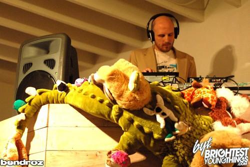 Uncle Corey's Art Show, Fridge, Bendroz (24)