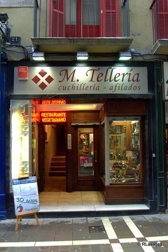 Escaparate de la cuchillería M. Tellería, en la calle San Nicolás de Pamplona
