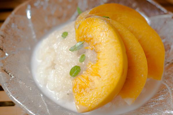Sticky rice with peach