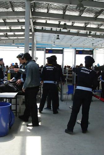 跟機場一樣嚴格的安檢