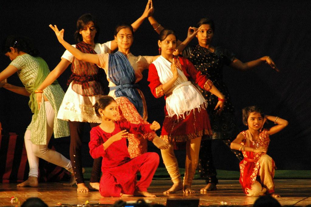 Mallika @ SPIC MACAY gotipua/odissi intensive performance, IIT Kanpur