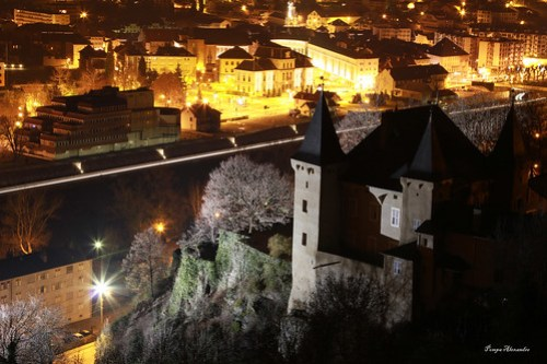 Photo of the Chateau de Conflans in Albertville at night.