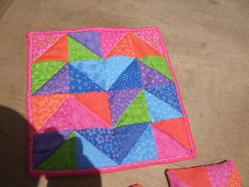 front of finished quilted tablemat  - 16 triangle squares