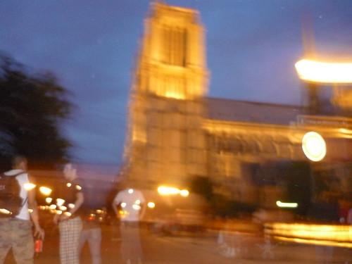 Notre Dame con peatones