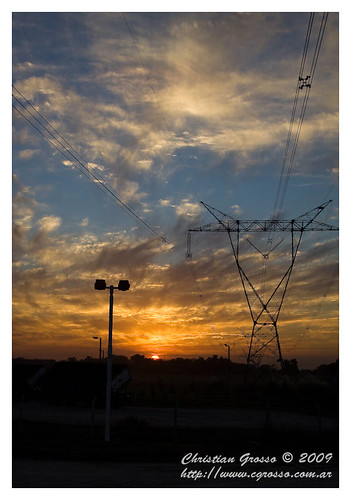 "Atardecer en la Autopista a Cañuelas • <a style=""font-size:0.8em;"" href=""http://www.flickr.com/photos/20681585@N05/4521626042/"" target=""_blank"">View on Flickr</a>"