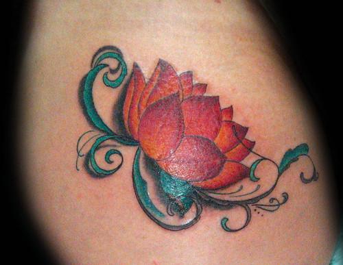Tatuaje Flor De Loto Pupa Tattoo Granada A Photo On Flickriver