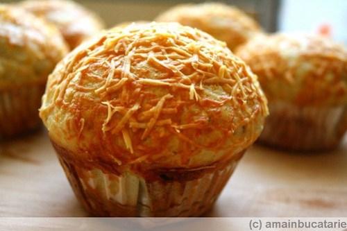 muffins cu usturoi si parmezan