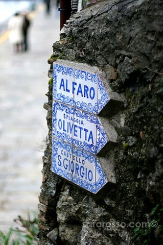 Sign pointing the way, Portofino, Italian Riviera, Italy