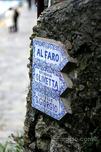 Sign pointing the way, Portofino, Italian Riviera, Italy