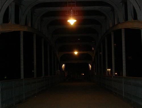 nachts auf der brücke