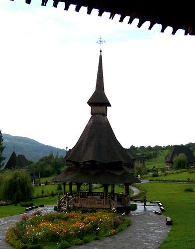 Arquitectura de madera en el monasterio de Barsana