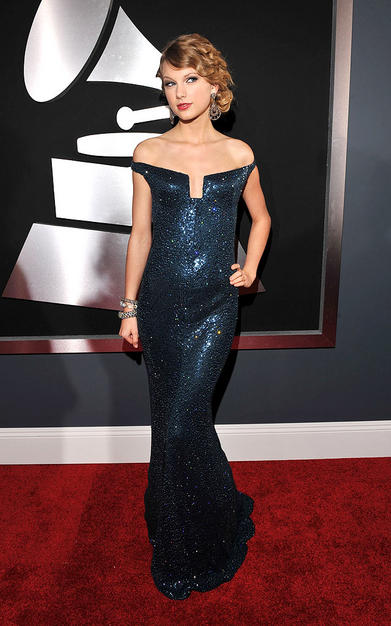 Singer Taylor Swift arrives at the 52nd Annual GRAMMY Awards hel