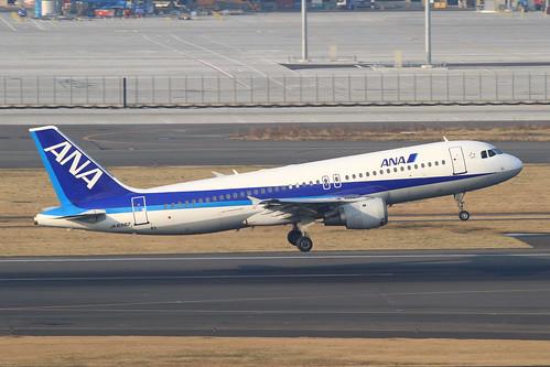 ANA A320-200(JA8382)