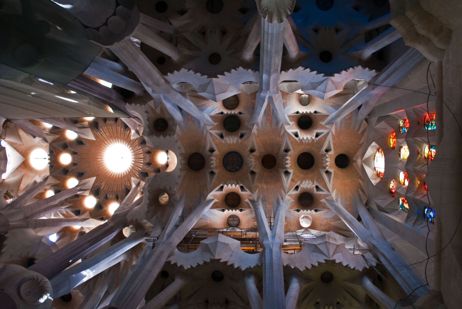 Sagrada_Familia_Interior-01