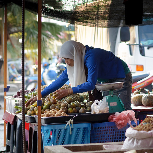 local fruits stall at tamu putatan