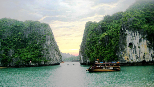 halong bay (three)