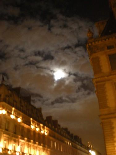 La Lune au-Dessus du Rivoli