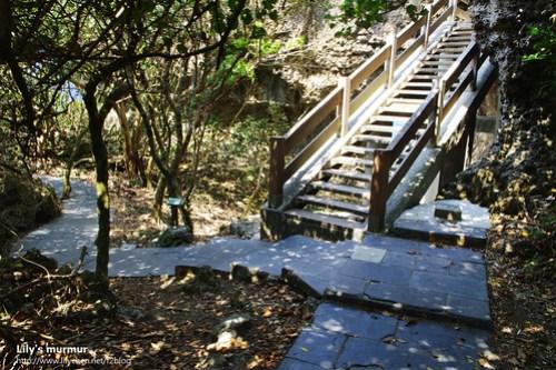 往上方觀海亭的樓梯...