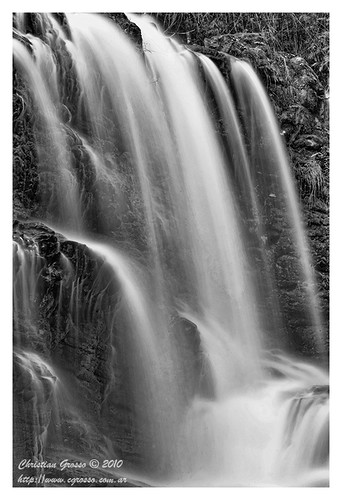 "Cascada • <a style=""font-size:0.8em;"" href=""http://www.flickr.com/photos/20681585@N05/4880801534/"" target=""_blank"">View on Flickr</a>"